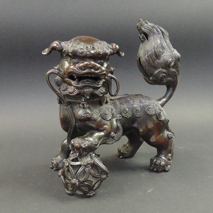 Ming bronze Lion incense burner | front | Bovens Amsterdam