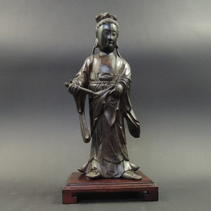 Yuan wood Guanyin | front | Bovens Amsterdam